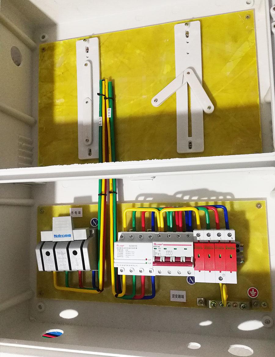玻璃鋼帶表位三相8-30KW光伏并網箱-自復式過欠壓款.jpg